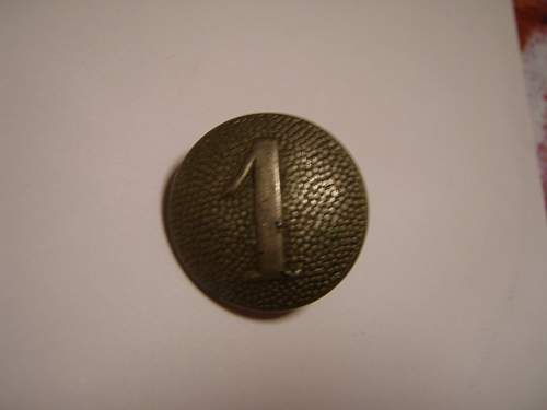 Heer button with number 1