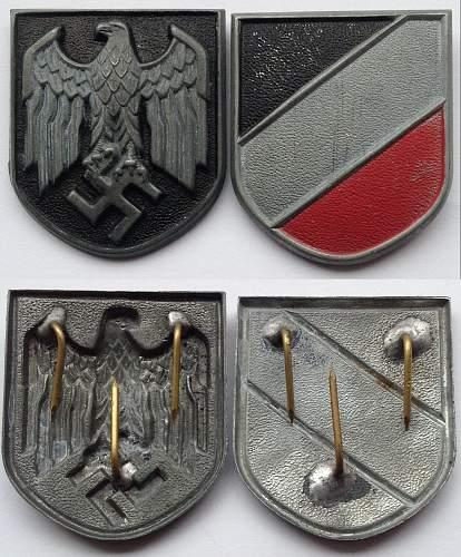 Tropenhelm insignia