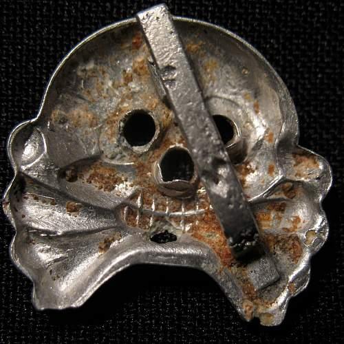 Heer Panzer collar tab skull