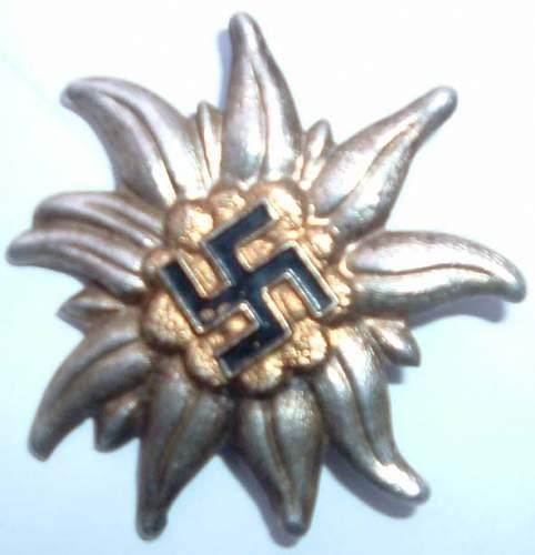 Question -  3x Unknown Cap Badges