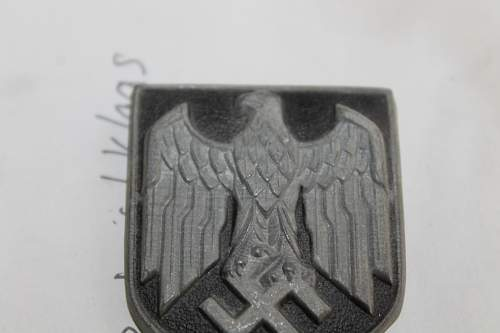 Eagle insignia Please help to ID