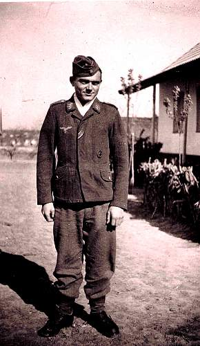 Click image for larger version.  Name:Dad in uniform.jpg Views:94 Size:237.1 KB ID:731023