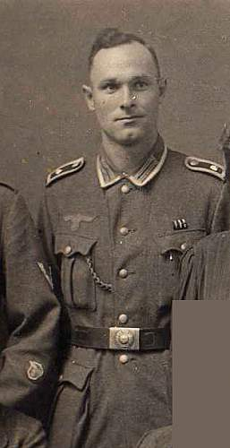 Need Help.  Great Uncle in Wehrmacht Uniform.