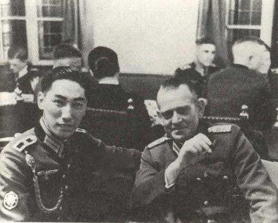 Very interesting photo, Japanese observer wearing a Heer WW2 uniform