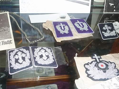 KM Chaplains collar tab