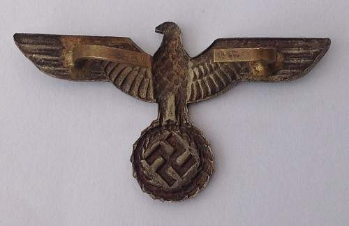 Click image for larger version.  Name:Early Heer cap eagle reverse.jpg Views:17 Size:149.6 KB ID:820593