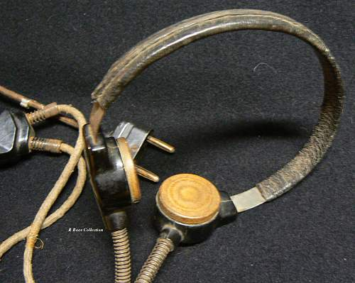 Throat Microphone (Kehlkopfmikrofon) but from which arm ....Luftwaffe??
