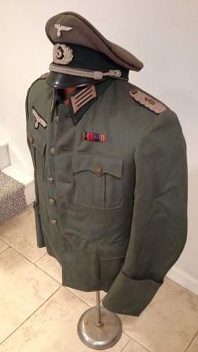 Heer medical officer's tunic and visor set