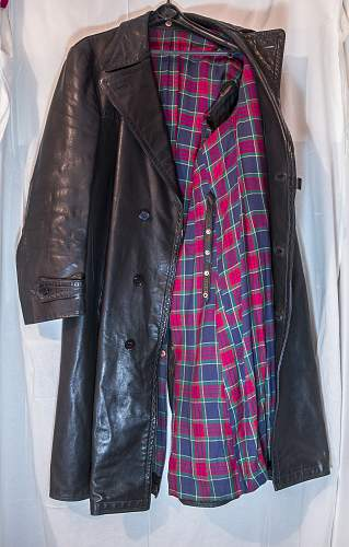 Long leather trench coat authenticity - HELP please !