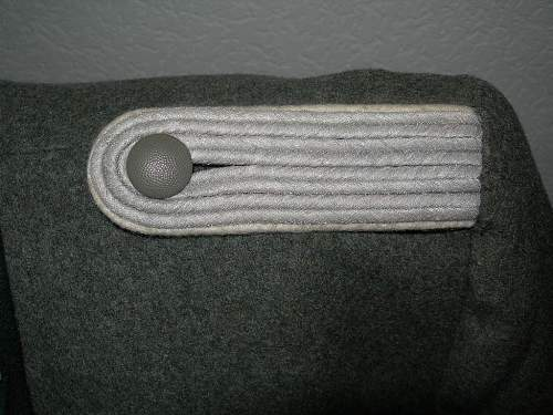 Considering first Heer uniform