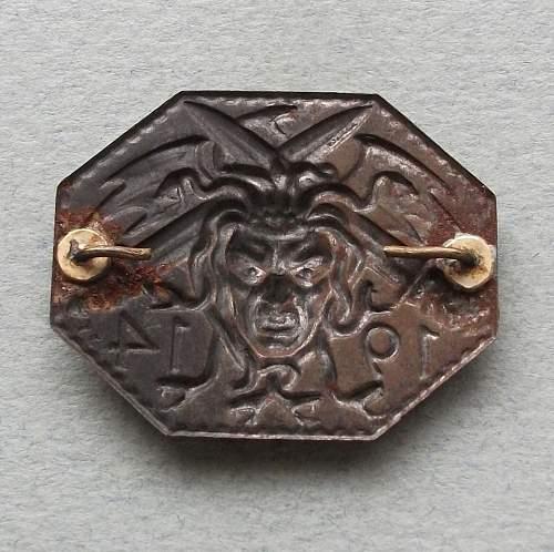 Is this a German Kaiserliche Marine or Kriegsmarine badge?