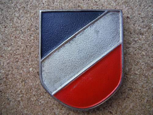 Trophelm National Schild