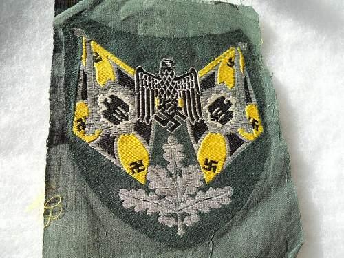 Heer Standard Bearers Sleeve Shield-Question