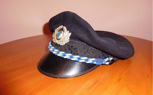 WWII German DAF cap. But what rank and type?