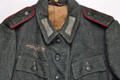 German Tunic, opinions as to authenticity