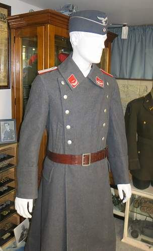 Click image for larger version.  Name:Flak Leutnant greatcoat 001.jpg Views:20 Size:220.0 KB ID:995039