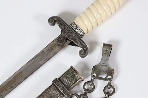 Heer dagger, genuine?