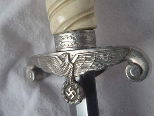 Unmarked heer dagger for authentication.