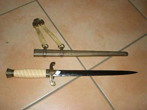 ww2 dagger original or not plz need help?