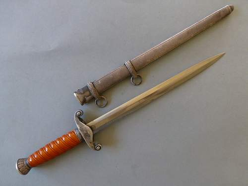 early Heer dagger by Eickhorn smal oval logo and sidescrew config