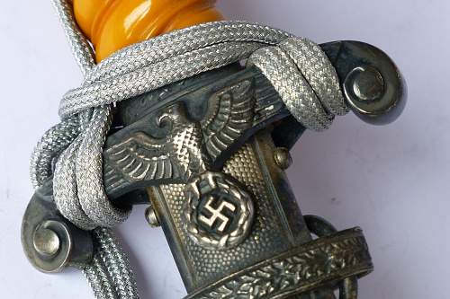 Asking for help, need pictures of a few Heer daggers for a German army dress dagger book