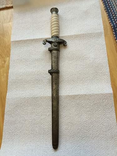 Unmarked Heer Dagger, need help