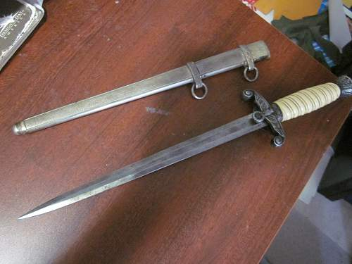 Army Dagger grey aging or cleaned?