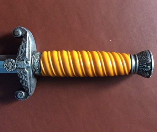 Loose dagger handle
