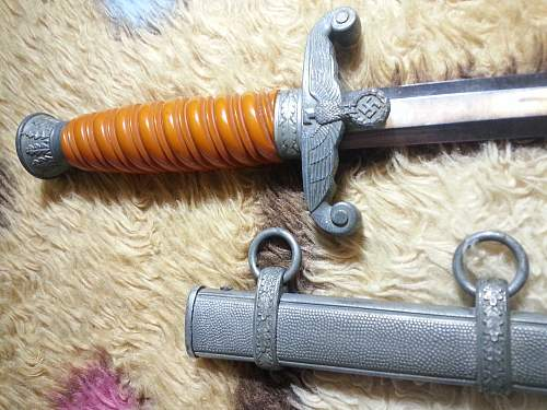 Daggers with unmarked blades