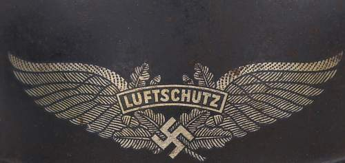 Need help on tricky Luftschutz decal