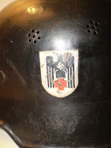 Red cross helmet + decals ??