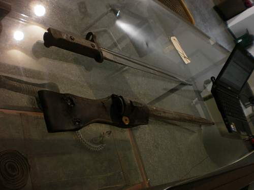 More help to identify WWII items ..