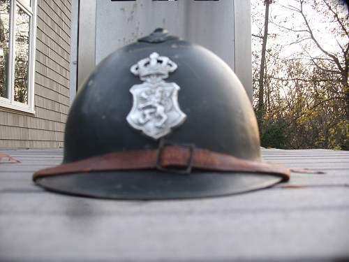 Need help!!! Luxembourg pokice helmet!