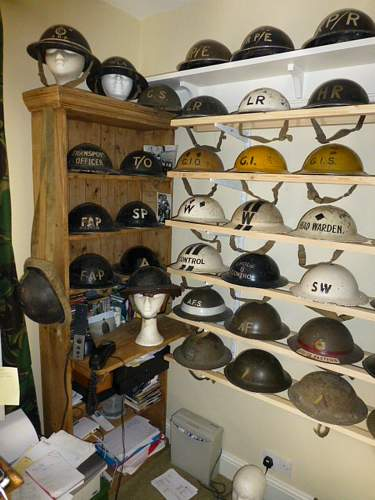 Click image for larger version.  Name:ww2britishhelmets 3592_1400x1050.jpg Views:73 Size:254.1 KB ID:621334