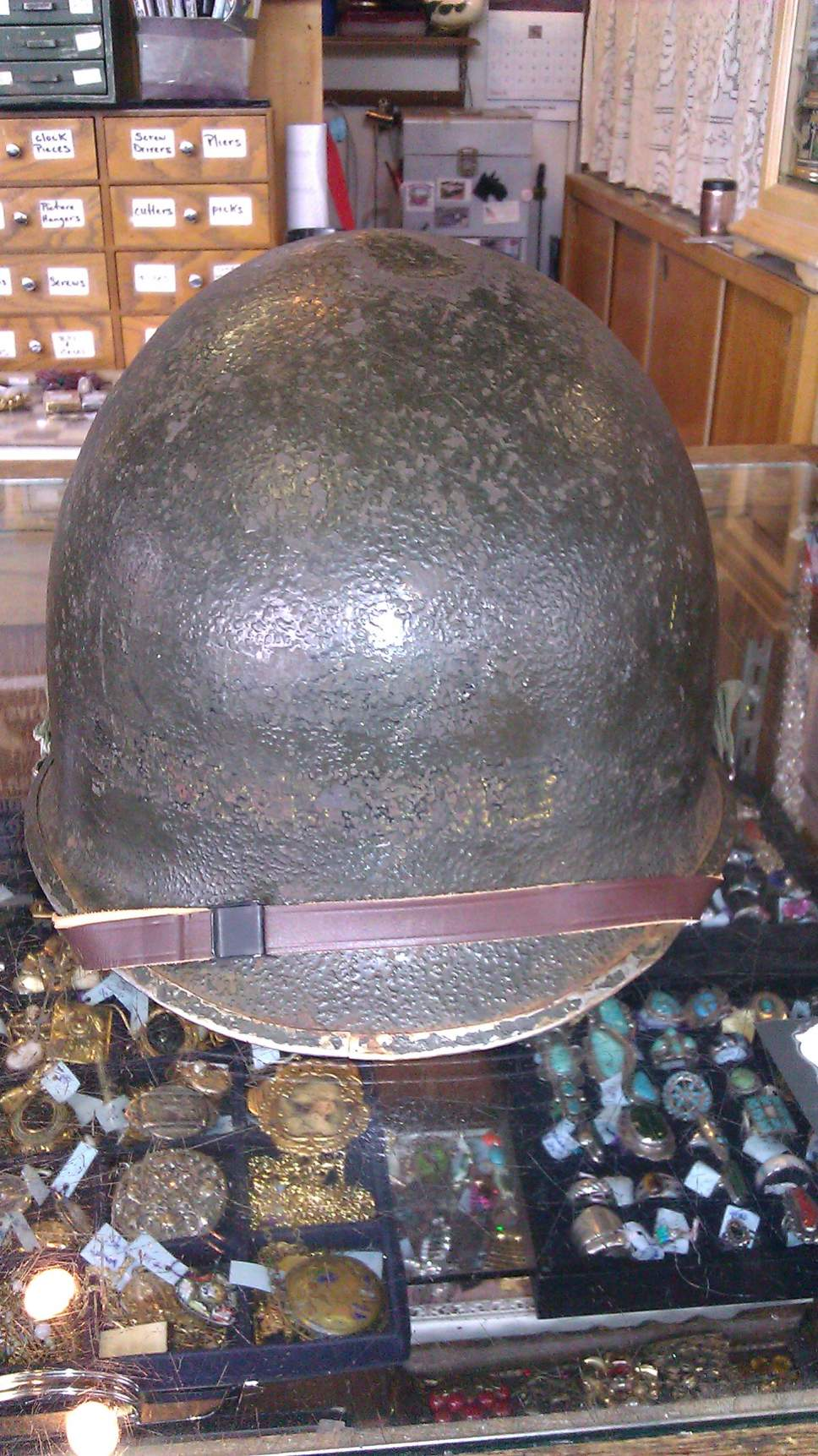 is this wwII G I helmet?