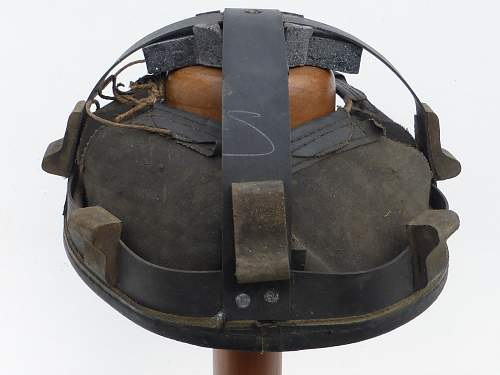 Click image for larger version.  Name:ww2britishhelmets 4514_1600x1200.jpg Views:41 Size:283.0 KB ID:674583