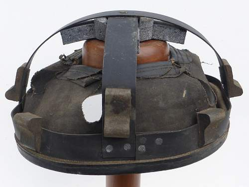 Click image for larger version.  Name:ww2britishhelmets 4515_1600x1200.jpg Views:52 Size:307.2 KB ID:674584