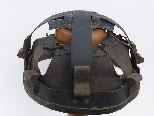 Click image for larger version.  Name:ww2britishhelmets 4516_1600x1200.jpg Views:56 Size:274.8 KB ID:674585