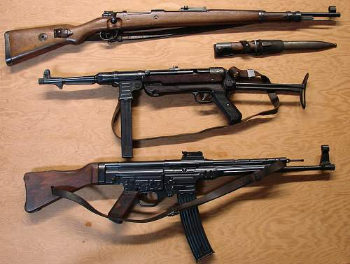 Click image for larger version.  Name:Erma assembled MP40 and MP44  DSC01109.jpg Views:1520 Size:138.7 KB ID:68239