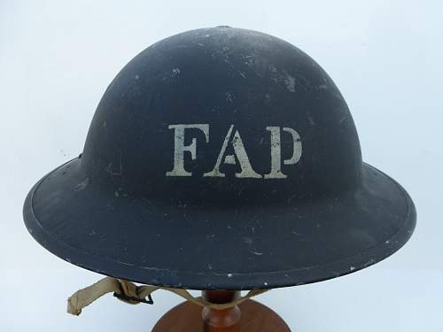 Click image for larger version.  Name:ww2britishhelmets 5202_1600x1200.jpg Views:113 Size:193.8 KB ID:743988