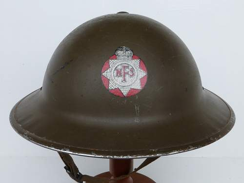 Click image for larger version.  Name:ww2britishhelmets 4599_1600x1200.jpg Views:38 Size:214.3 KB ID:751701