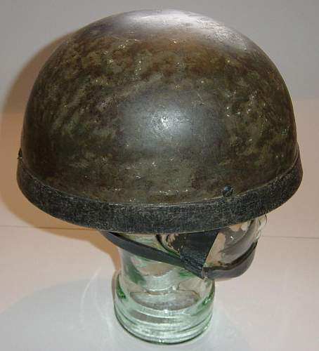 British Airborne steel helmet: 2nd pattern with leather chinstraps