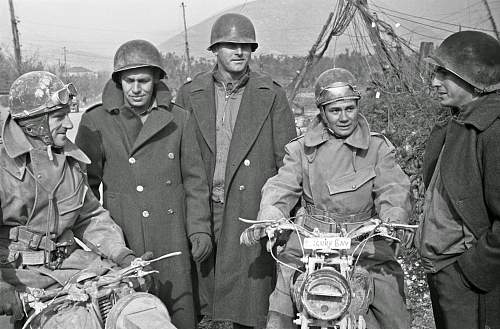 Click image for larger version.  Name:A group of American soldiers and two dispatch riders of the New Zealand Division on the 5th Army.jpg Views:26 Size:204.7 KB ID:831529
