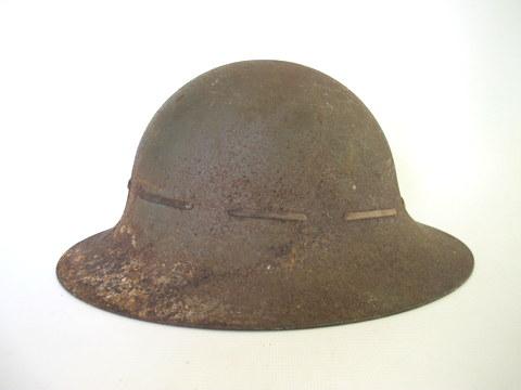 Unidentified ww1 steel helmet. Any advice?!