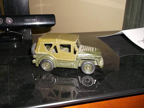 Recently inherited these vintage Dinky, Britains and other vintage military toys