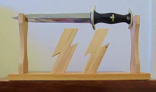 Dagger Display Mount