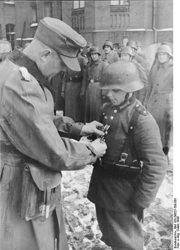 Kind Soldat mit EK2 abzeichen