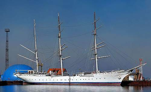 Click image for larger version.  Name:800px-Gorch_Fock_I_Stralsund_09-2006.jpg Views:146 Size:67.2 KB ID:201016