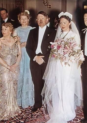 Click image for larger version.  Name:Hitler et mariée.jpg Views:5644 Size:53.7 KB ID:36374