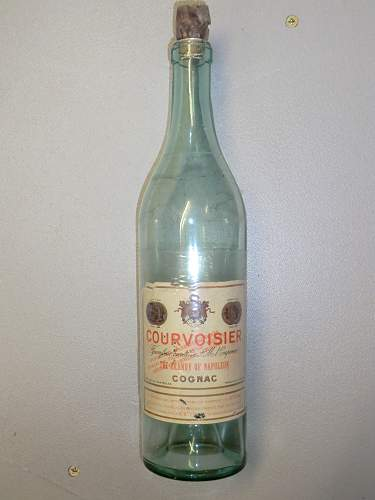Click image for larger version.  Name:COURVOISIER BOTTLE WITH GERMAN STAMP 1.jpg Views:154 Size:313.0 KB ID:472214